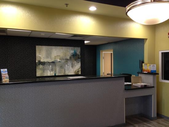 Days Inn Poughkeepsie: Front Desk