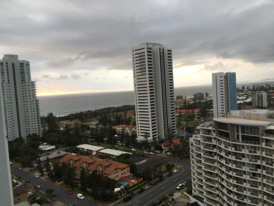 Meriton Suites Broadbeach: View towards the beach from our balcony