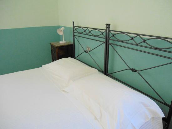 B&B Il Melograno : green bedroom