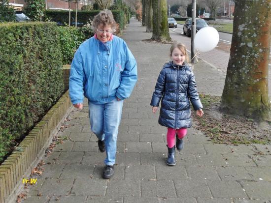 Bussum, Nederländerna: Samen met oma opstap naar restaurant Leuk .