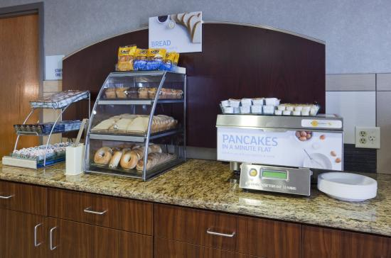 Holiday Inn Express Hotel & Suites Bloomington West: Breakfast Area