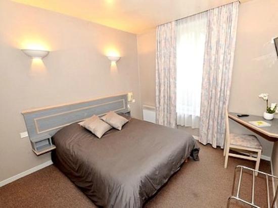 hotel de l 39 ours updated 2017 reviews price comparison coulommiers france tripadvisor. Black Bedroom Furniture Sets. Home Design Ideas