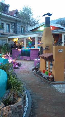 Del Marinn Cafe Bar: Sea Side Entrance