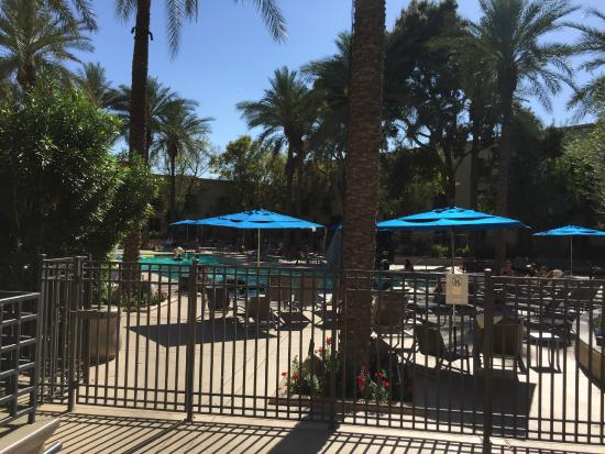 Hilton Scottsdale Resort & Villas: Beautiful breakfast and lunch view
