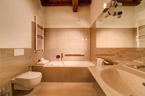 Palazzo Mannaioni Suites: Bathroom