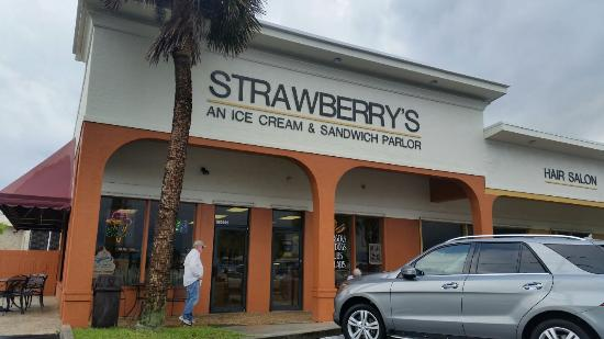 ‪Strawberry's Deli & Ice Cream‬