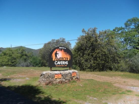 Mercer Caverns : sign for caverns