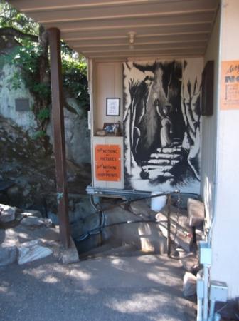 Mercer Caverns : entrance to caverns
