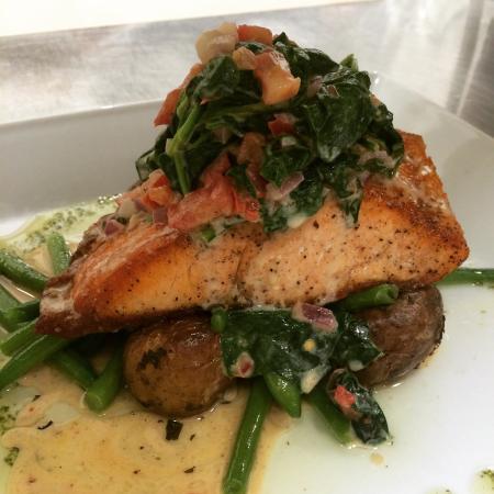 Il Gabbiano Ristorante : Wild salmon baked with wilted baby spinach sambuca!!!