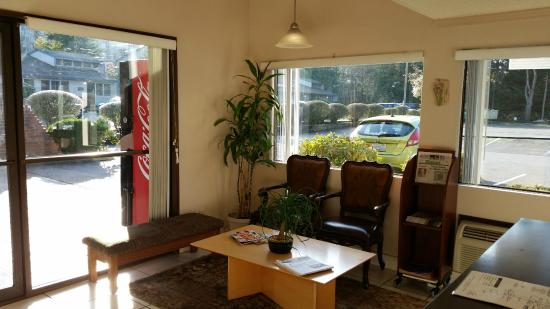 Motel Puyallup: Lobby