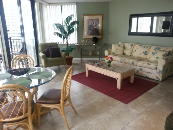 Sunbird Suites : Living/ Dining Room
