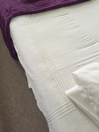 Acacia Villas Guest House: Fresh white linen at Acacia Villas
