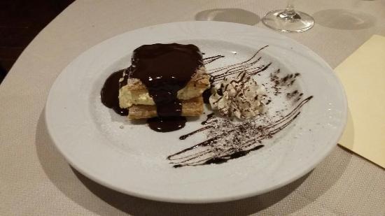Aubergine : Millefoglie allo zabaione con cioccolato fondente caldo