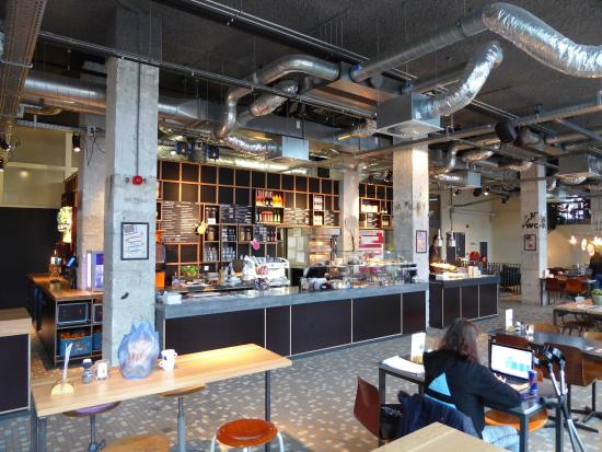 The Student Hotel Rotterdam: Frühstücksraum im Erdgeschoss