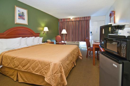 Days Inn Asheville West: King bedroom