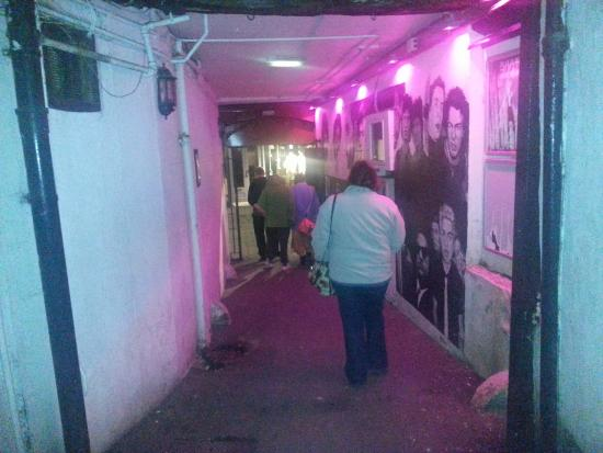 Kendal, UK: Entrance alley to venue