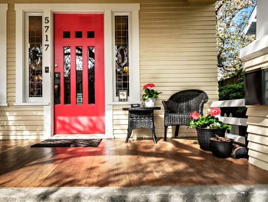 9 Cranes Inn: Enjoy our front porch and quiet street in a walkable neighborhood.