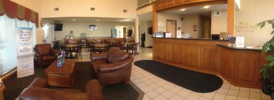 Baymont Inn & Suites Osage Beach: Hotel lobby