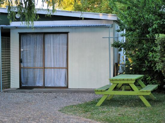 Fernwood Holiday Park: The unit we stayed in, deeper that the front would indicate