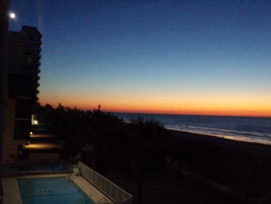 Jade Tree Cove Resort : Sunset from the balcony