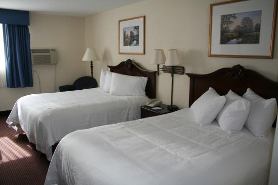 Baymont Inn & Suites Osage Beach: Two Qween Size Bedroom