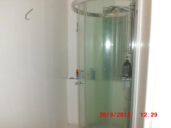 Harbourfront Guesthouse: Shower room