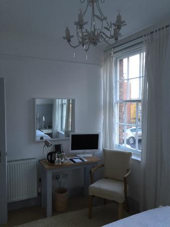 Lion + Pheasant Hotel: Single bedroom