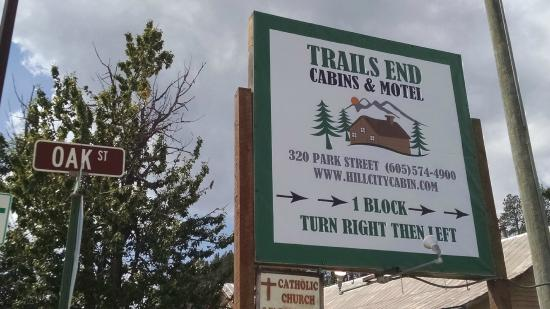 Trails End Cabins & Motel: Sign on Main Street