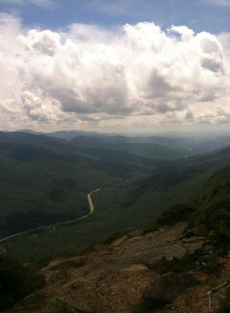 Franconia Notch : From the summit of Canon, looking south down the I-93 corridor.