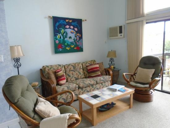 Kihei Garden Estates: Here is the living room. There was a small table and four chairs on the other side.