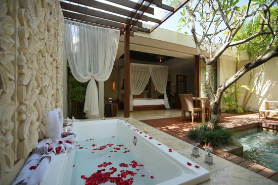 The Amala: Spa Villa Bathroom
