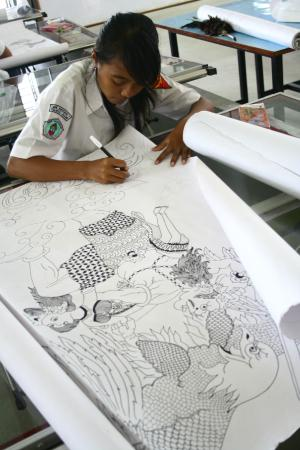 Klaten, Indonesien: Inez the awarded local generation that lies to develop batik crafts