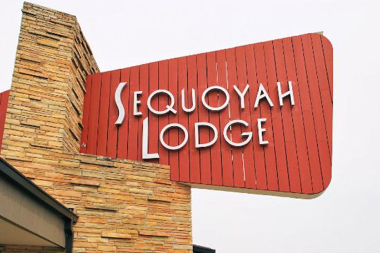 Western Hills Guest Ranch: Sequoyah Lodge sign