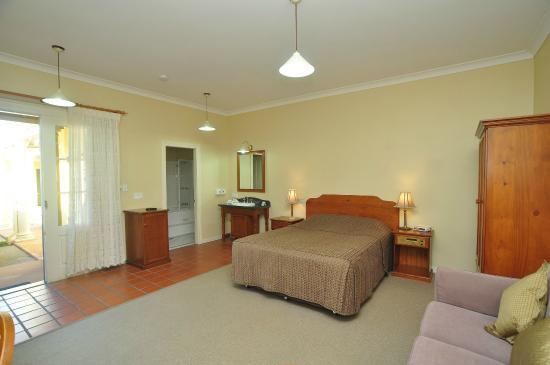 Ballina Heritage Inn: deluxe double room