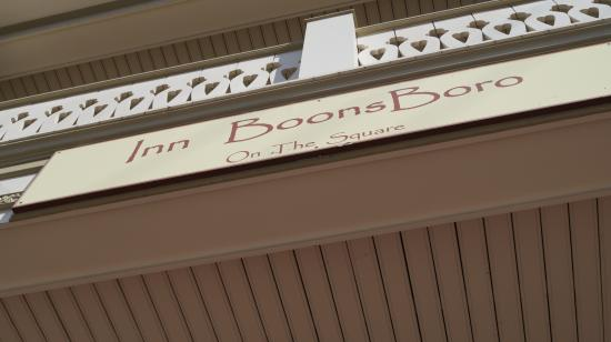 Inn BoonsBoro : front entrance
