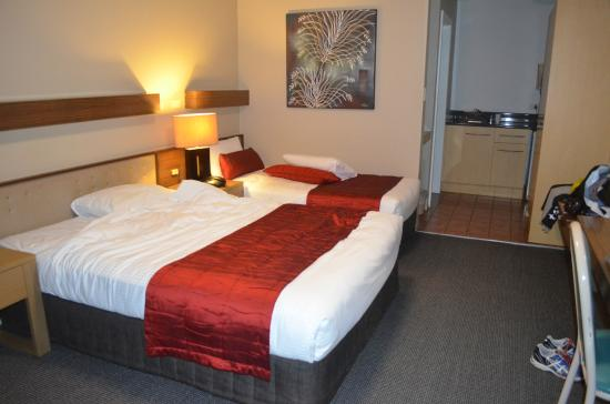 In Town Motor Inn: Room 2