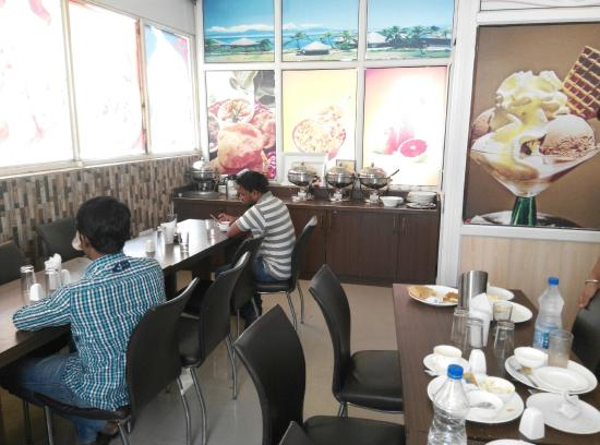 FabHotel Paharganj: Breakfats area