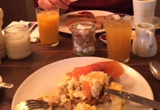 The White Hart Somerton: My Choice For Breakfast Smoked a Salmon and Scrambled Egg Yum!!