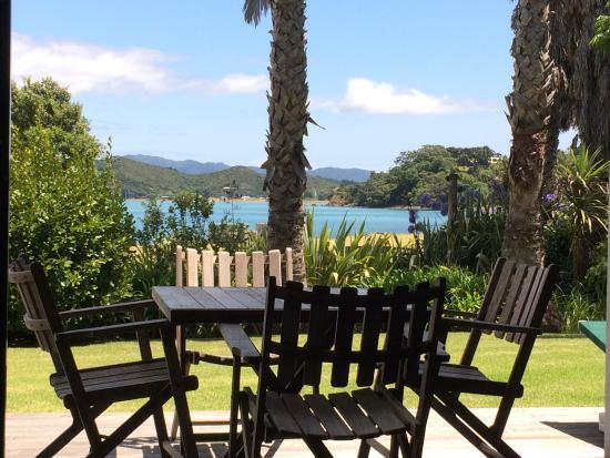Pawhaoa Bay Lodge: Villa by the bay