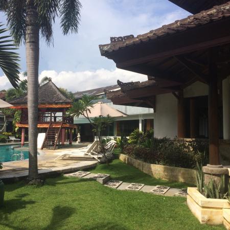 ANANDA RESORT: Poolside bungalow