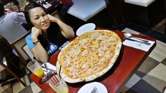 "Fratini's Restaurant: 18"" pizzas"