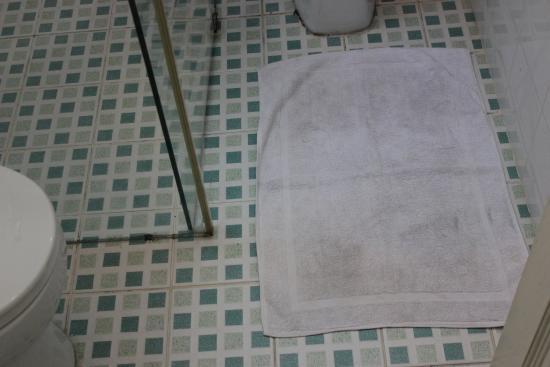 Marble Hotel: bathroom