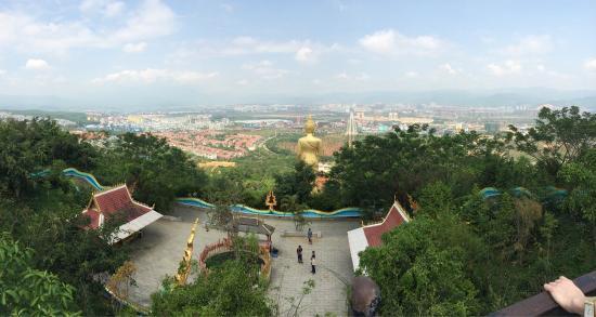 Buddhist temple : Вид с обзорной площадки наверху.