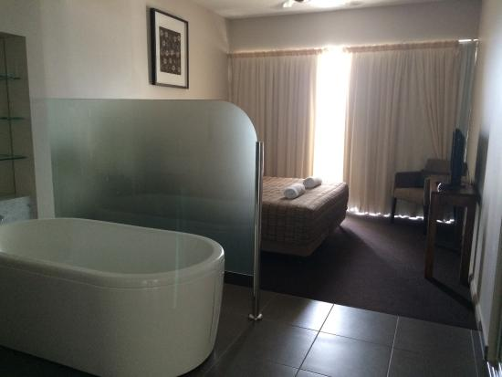 Whitsunday Reflections: One bedroom ocean view. Bed with balcony ocean views