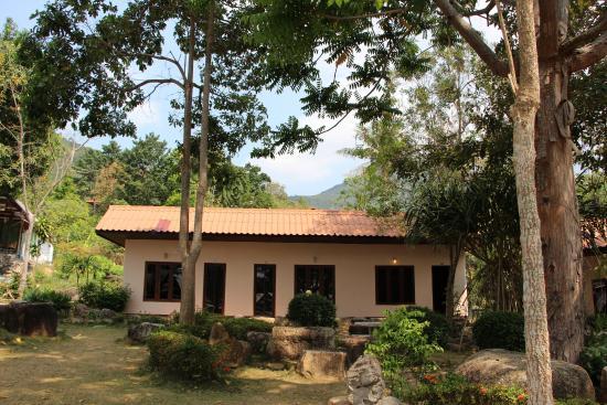 Buritara Resort & Spa at Koh Phangan: Nos deux chambres sur les trois - milieu et droite