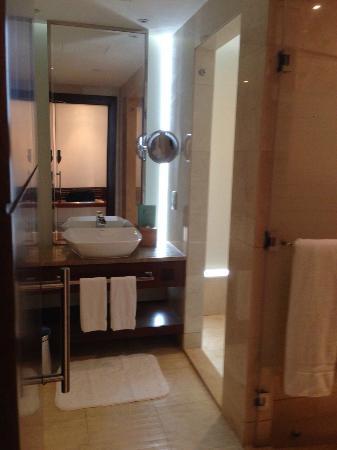 voco Dubai: Bathroom Facilities