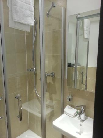 Haus Am Huhnerdieb Hotel: Kleines aber neues und sehr sauberes Bad