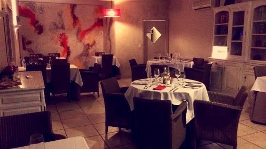 Les Aubuns Country Hotel: Salle de restaurant