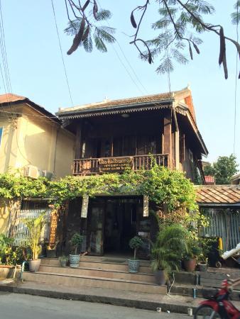 Khem Khong: Guest house front view
