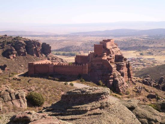 Провинция Теруэль, Испания: El castillo de Peracense desde el Oeste